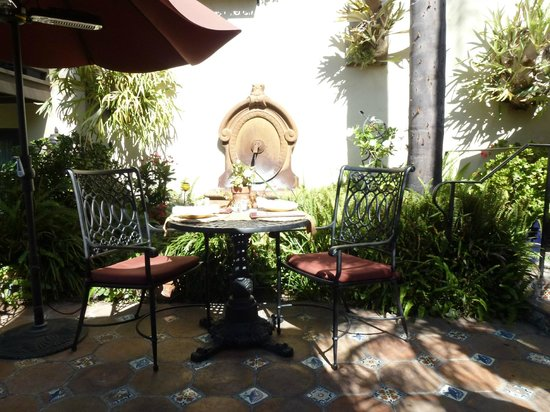 Casa Laguna Hotel & Spa: Outdoor breakfast area