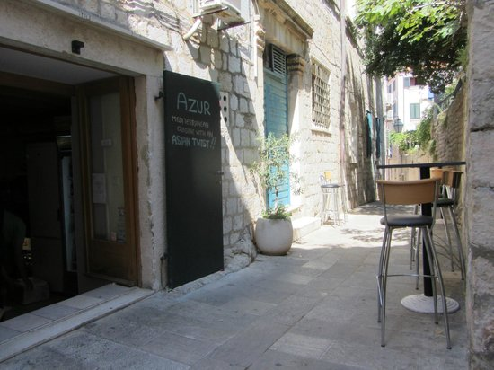 Azur Dubrovnik : The street leading up to the restaurant