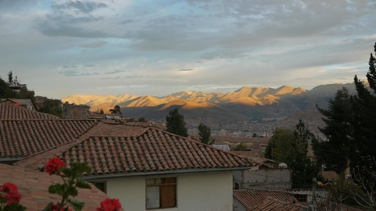 Encantada Casa Boutique Spa: Sunset over Cusco from our hotel balcony