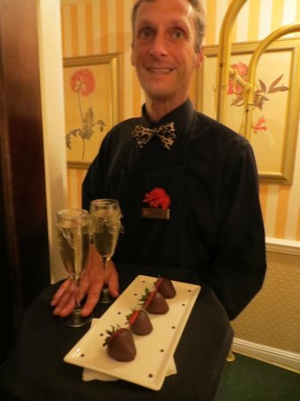 The Chesterfield Palm Beach: Chocolate strawberries upon arrival!