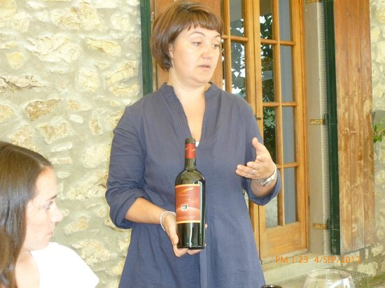 Podere Campriano: Elena explaining about her organic wines