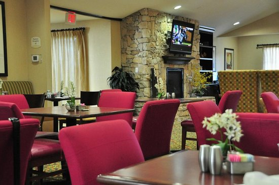Residence Inn Temple: Breakfast seating and lobby.