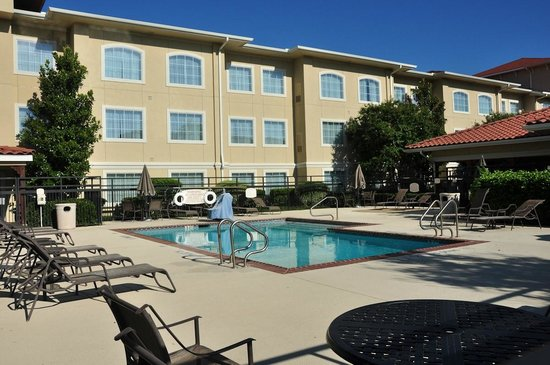 Residence Inn Temple: Outdoor pool in the morning.