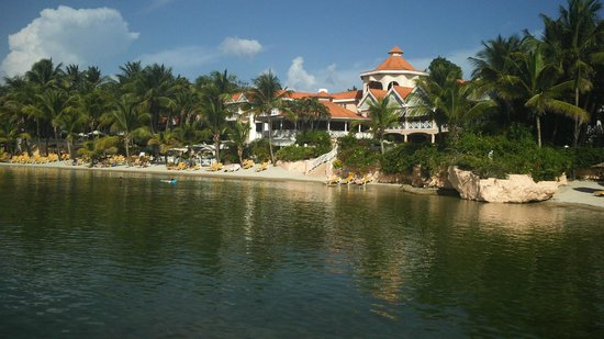 Coco Reef Resort & Spa Tobago: View from the private beach