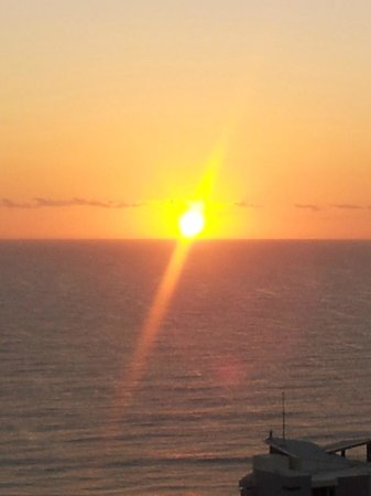 Artique Surfers Paradise: Sunrise from the balcony