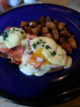 Lucky Hank's Restaurant & Cafe: Lobster benedict