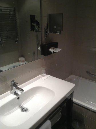 Crowne Plaza Hotel Verona - Fiera: Bathroom