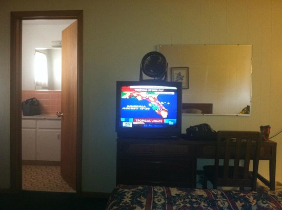 Waterfront Inn - Mackinaw City: Inside of room.