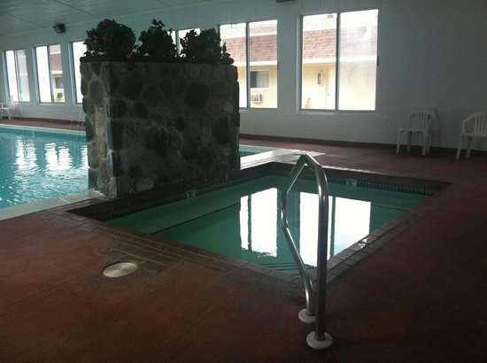 Waterfront Inn - Mackinaw City: Indoor Spa