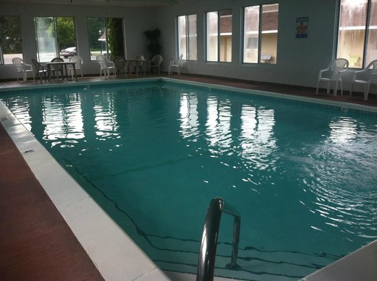 Waterfront Inn - Mackinaw City: Indoor Pool