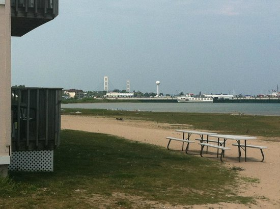 Waterfront Inn - Mackinaw City : Beach