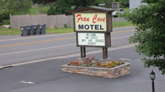 Fran Cove Motel: Entree de l'hotel