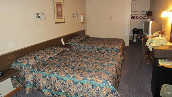 Fran Cove Motel: Intérieur de la chambre.