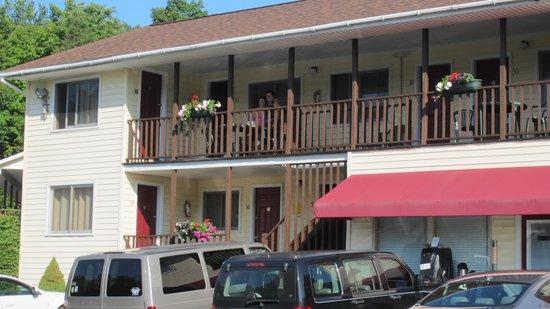 Fran Cove Motel: Une partie de l'hotel.