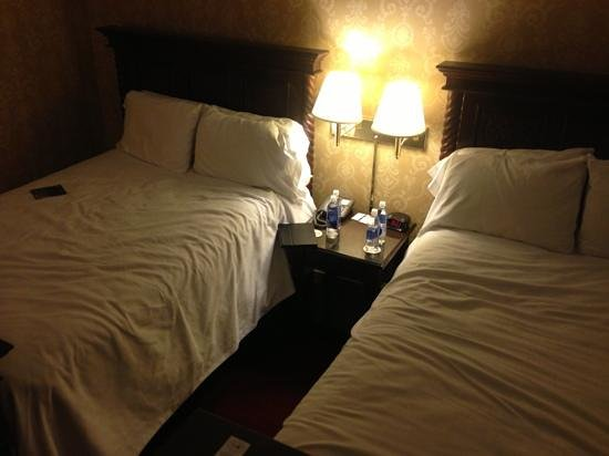 The Inn at Saratoga: room (after I climbed on the bed)