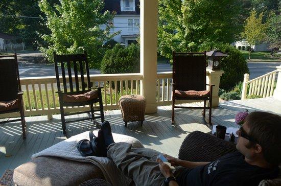 Copper Lantern Boutique Inn: Wonderfully inviting porch