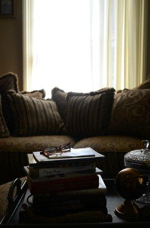 Copper Lantern Boutique Inn: Sitting Room