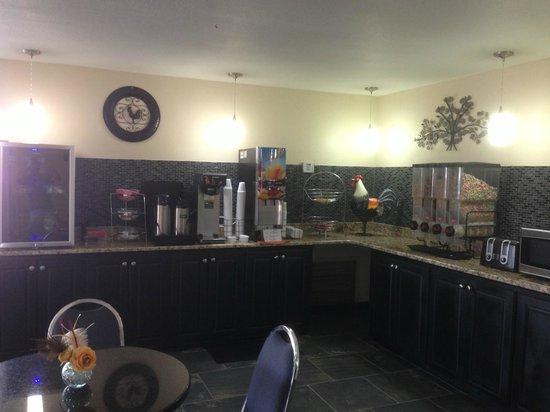 Econo Lodge Inn & Suites: Coffee