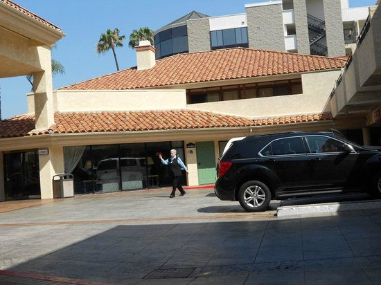 Tropicana Inn & Suites : to reception