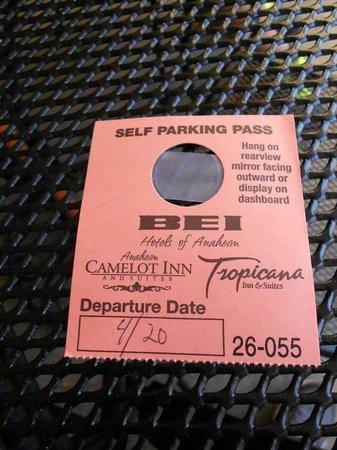 Tropicana Inn & Suites : 'car pass'