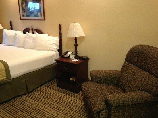 Baymont Inn & Suites Jacksonville: Room