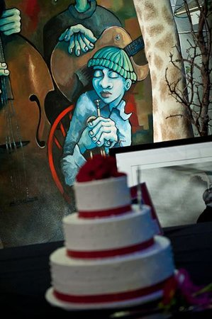 Artisanworks: cake with artwork in background