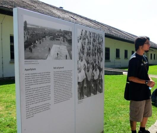 Munich Walk Tours: Kai talking about roll call at the camp