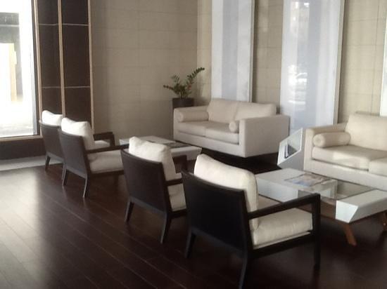 Weston Suites Hotel: Lobby