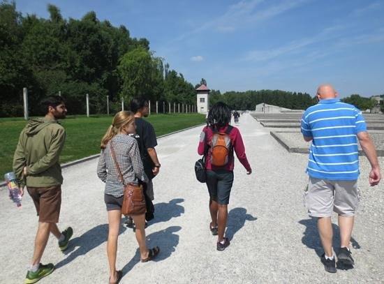 Munich Walk Tours: Walking through the camp with the tour