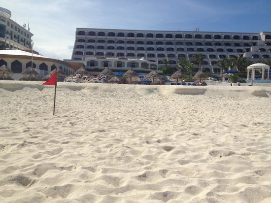 Golden Parnassus All Inclusive Resort & Spa Cancun: Looking at hotel from beach.