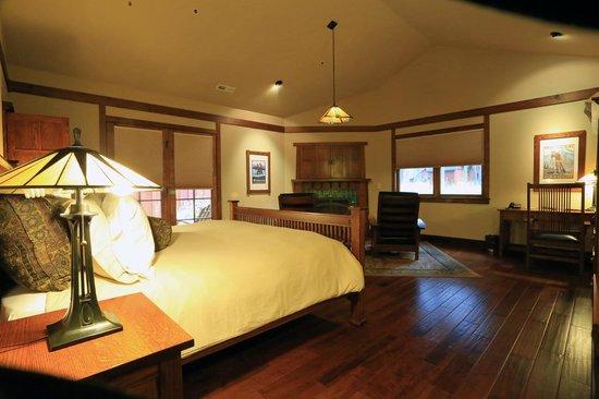 Five Pine Lodge & Spa: Main room