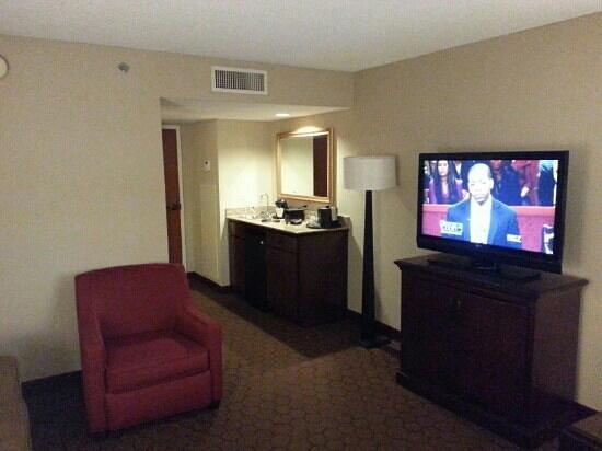 Embassy Suites by Hilton Austin Arboretum : Living room of our suite.