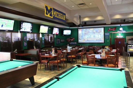 Upper Deck Ale & Sports Grille : Pool tables