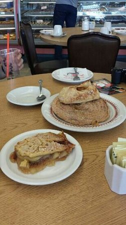 Olsen's Danish Village Bakery: cinamon swirl and apple pie