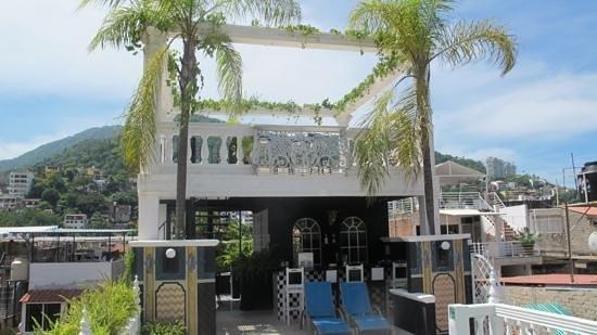 Rivera del Rio: rooftop pool, bar and hot tub.