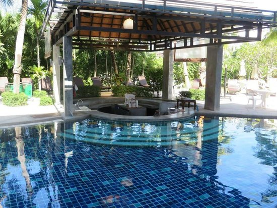 The Front Village Hotel : The pool bar