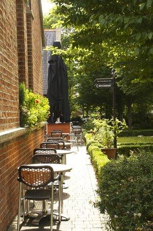 Schoolhouse Hotel: Entrance to Restaurant/Bar
