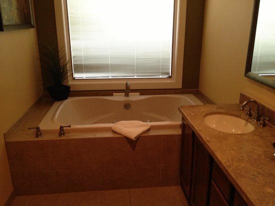 Orange Tree Golf Resort: Great tub!!