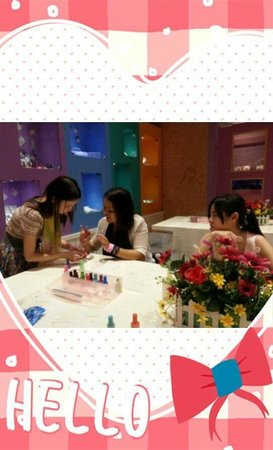 Sanrio Hello Kitty Town : Hello Kitty nail salon - manicure