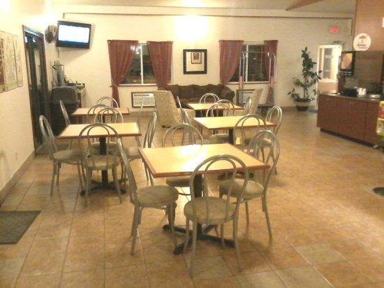 Super 8 Alamosa: Breakfast area