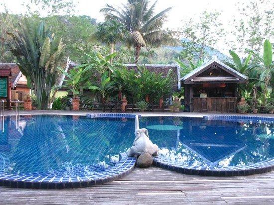 Santi Resort & Spa: Swimming pool