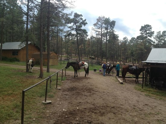 Geronimo Trail Guest Ranch : ranch base