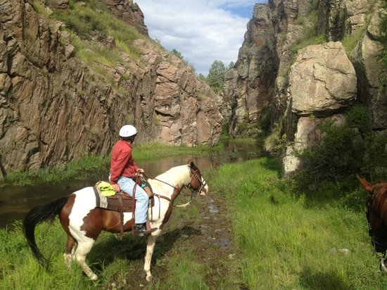Geronimo Trail Guest Ranch: canyon