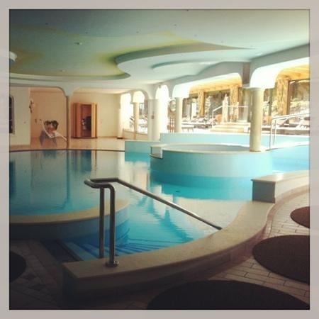 Hinterhuber Hotel Royal: piscina interna