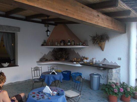 Domus Olbia Inn: parte del cortile