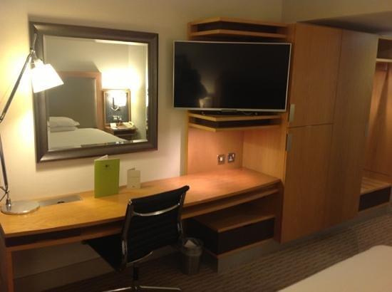Clayton Hotel Burlington Road: Desk