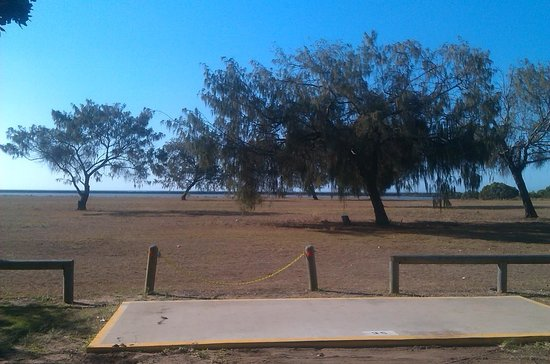Burnett Heads 'Lighthouse' Holiday Park: Roomy sites, grass with slab most have shade