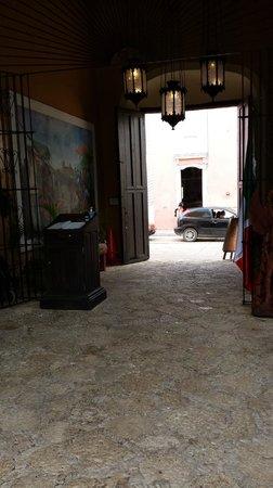 La Casona de Valladolid: Main entrance