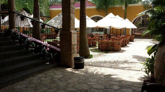 La Casona de Valladolid: Outdoor seating in courtyard