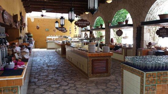 La Casona de Valladolid: Main buffet area